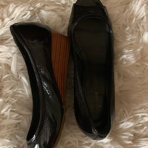 Cole Haan black patten leather toeless shoes